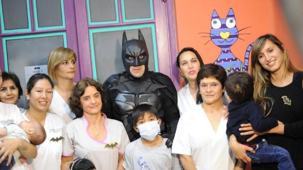"""Batman solidario creará una """"mini ciudad"""" para los internados del Hospital de Niños"""