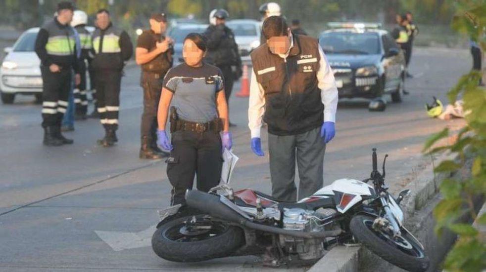 Un motociclista de 18 años fue internado en estado crítico con fracturas múltiples