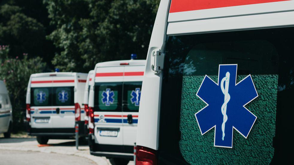 Increíble: llevaba pan, alcohol y asado en una ambulancia del hospital