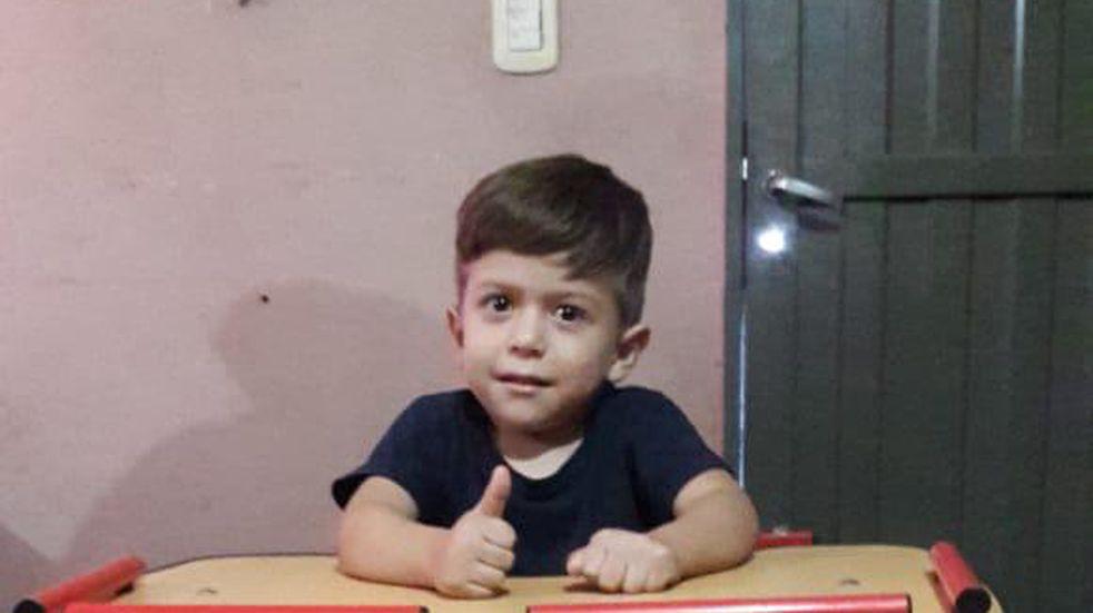 Aáron tiene cinco años y cumplió su sueño de andar en bicicleta