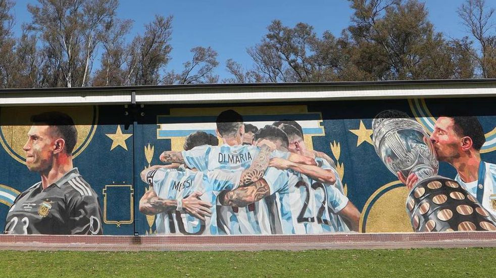 El espectacular mural que inauguró la AFA en Ezeiza (@Argentina)