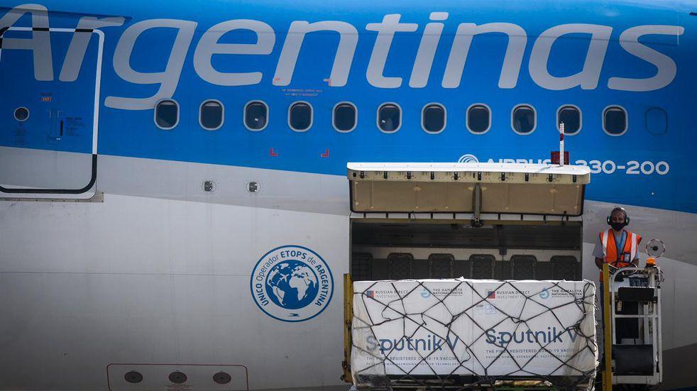 Partió un nuevo vuelo de Aerolíneas Argentinas a Moscú para traer más vacunas Sputnik V