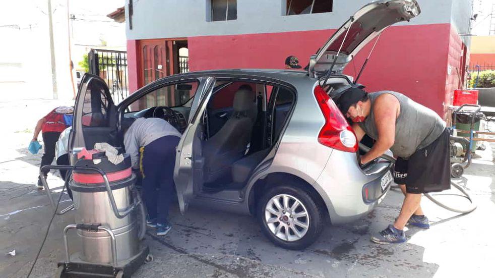 Lavaderos de Punta Alta limpiarán autos a cambio de juguetes para donarlos