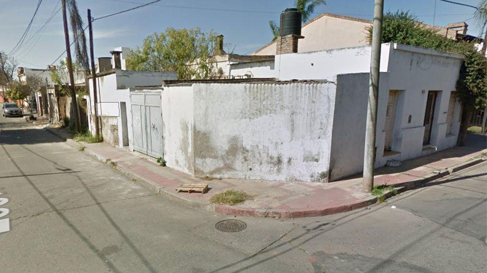 Le clavó un tenedor y lo mató al advertir que le robaba, en barrio Maipú