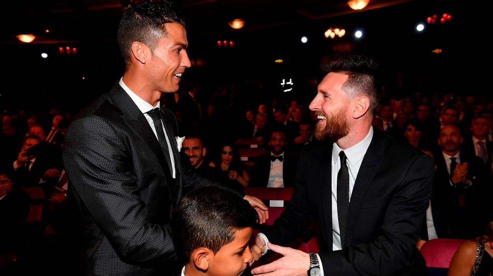 Lionel Messi y Cristiano Ronaldo consiguieron su primer título con sus selecciones el mismo día