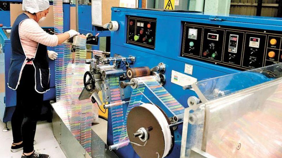 La ley que prohíbe los sorbetes plásticos perjudica a una fábrica de Metán