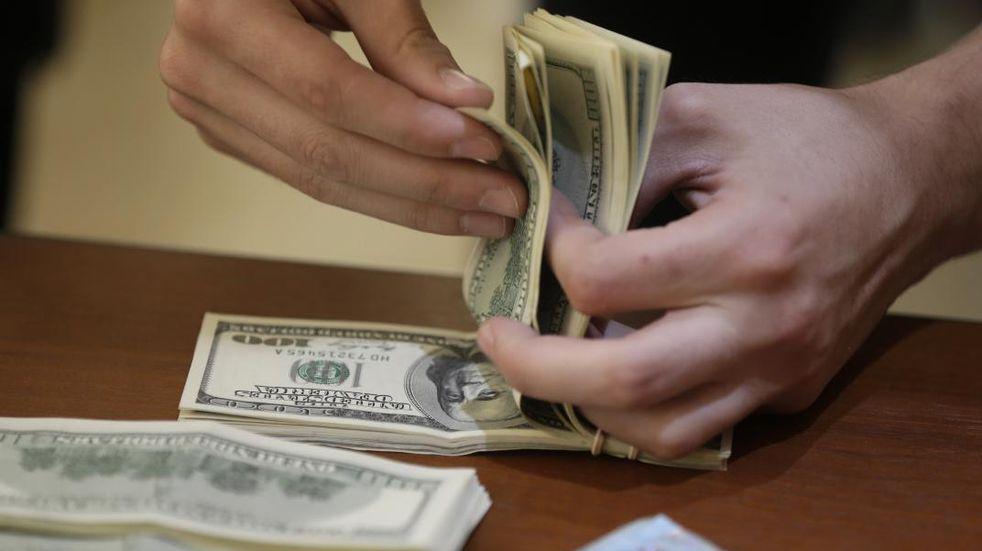 El Banco Central puso una nueva barrera a la operatoria con dólares financieros