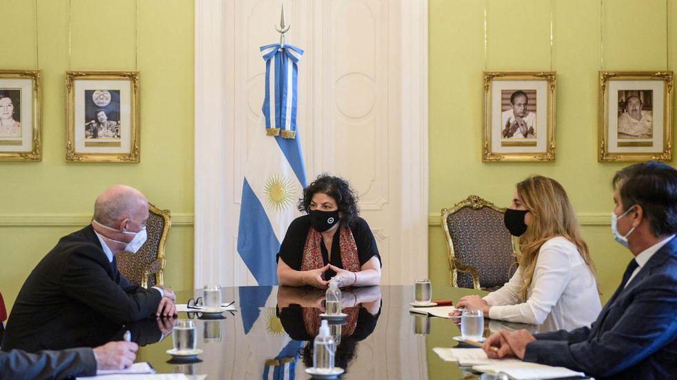 Vizzotti tuvo una reunión con el embajador británico para fabricar en el país la vacuna de Oxford-AstraZeneca