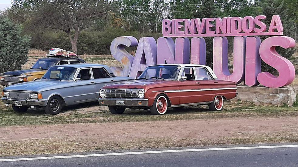 Fanáticos de Ford Falcon de todo el país se reunieron en Potrero de los Funes. (Foto: Facebook / Javier Albornoz)