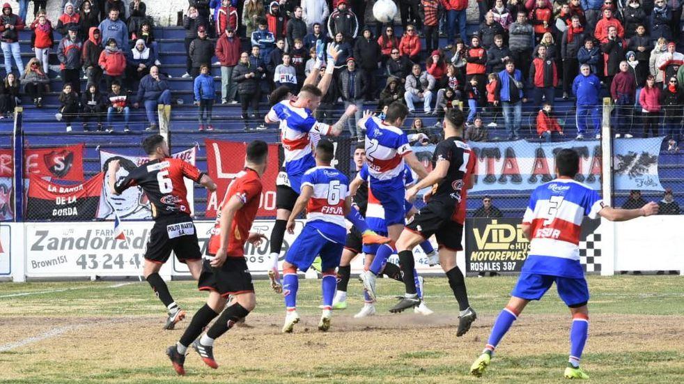 Rosario - Sporting se ven las caras con la necesidad de volver al triunfo