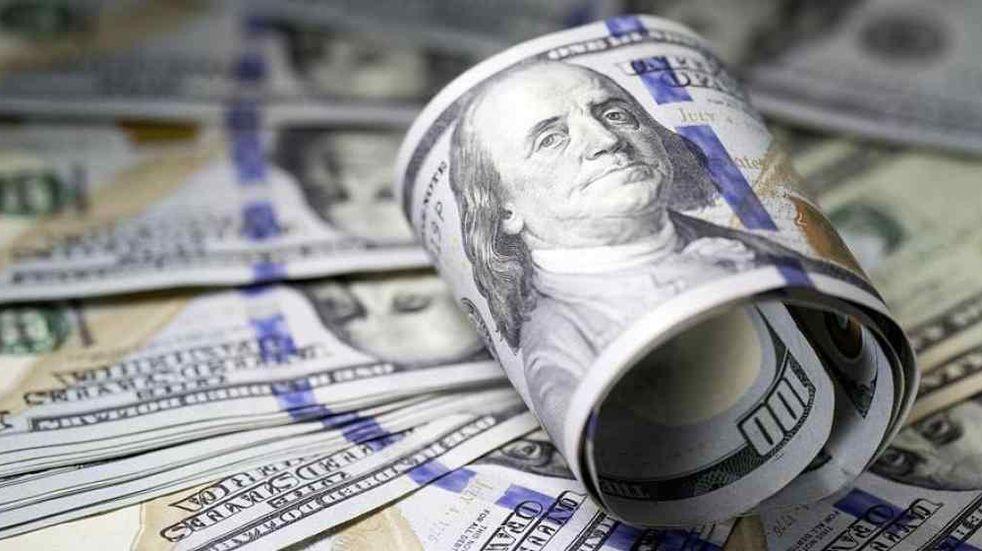 Acordó cambiar siete mil dólares y sujetos armados le robaron todo el dinero en Guaymallén