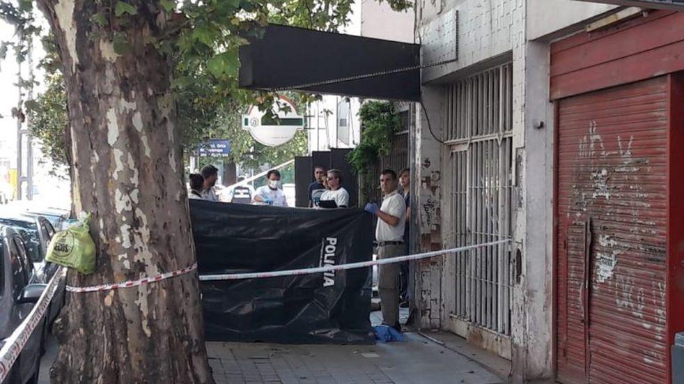 Un hombre falleció al recibir dos disparos en plena calle y a la luz del día