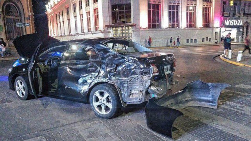 El auto quedó en dirección contraria.