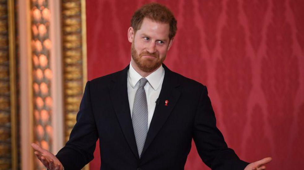 """El príncipe Harry expresó su """"gran tristeza"""" por alejarse de la Familia Real"""