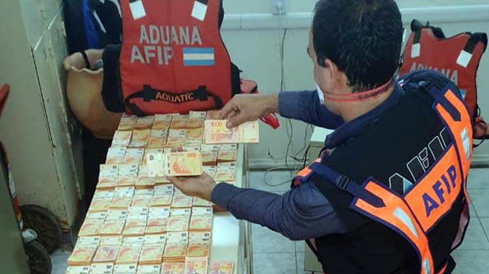 Incautaron $ 14 millones y mercadería que trasladaban de Formosa a Paraguay de contrabando