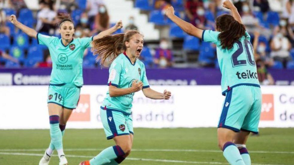 Fútbol femenino: Estefanía Banini se destacó en la final de la Copa Reina Iberdrola de España