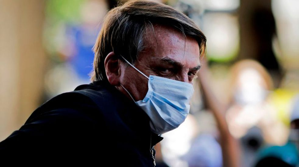 Brazilian President Jair Bolsonaro is seen as he visits the residence of an adviser in Brasília, on August 23, 2020. - Bolsonaro on Sunday threatened to punch a reporter repeatedly in the mouth after being asked about his wife's links to an alleged corruption scheme. \