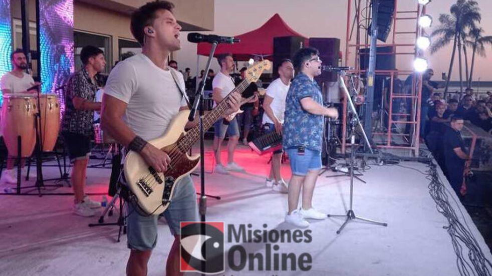 Los Totora pusieron a bailar a un gran público en Puerto Mbiguá