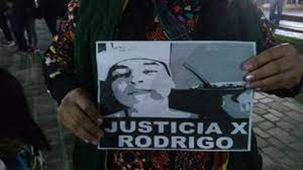 Asuntos Internos de la Policía de Santa Cruz indagó a la madre del joven fallecido Rodrigo Curaqueo