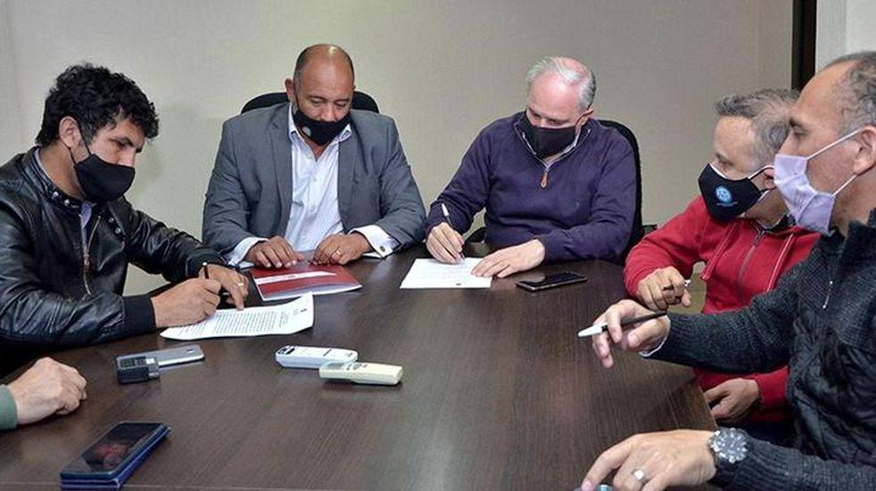 Docentes llegaron a un acuerdo salarial con el Gobierno provincial