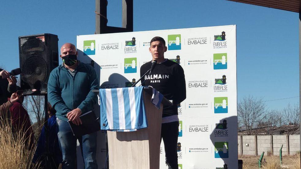 Homenaje al campeón de América: Nahuel Molina, reconocido en Embalse