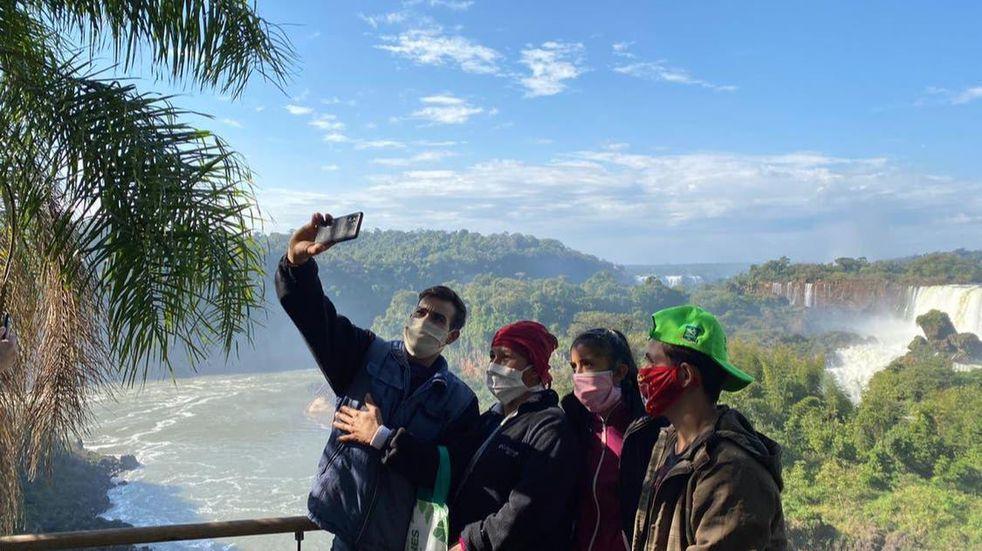 Recomiendan a los turistas adquirir con anticipación su ticket de ingreso a Cataratas