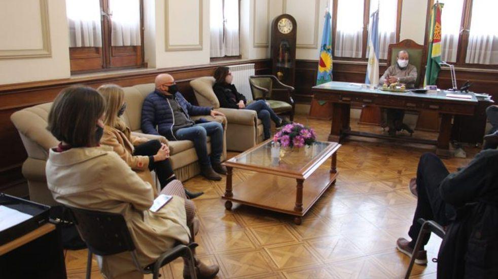 Sánchez se reunió con jefes policiales, médicos y con la Cámara Económica