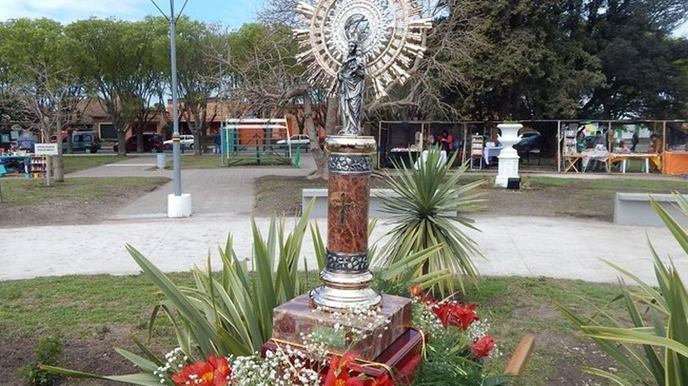 Se celebra a la Virgen del Pilar en la Plaza España