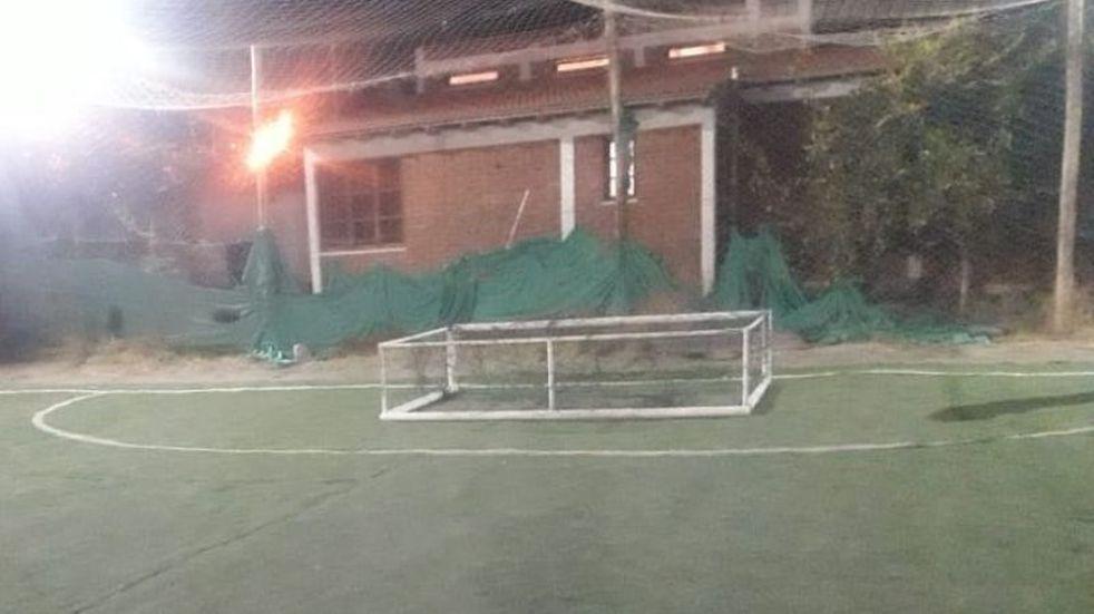 Tragedia en Barreal: un arco de fútbol cayó sobre un niño de 4 años y lo mató en el acto