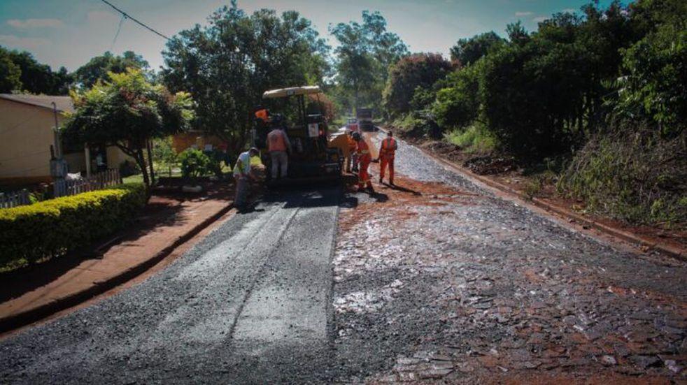 Se están ejecutando obras de pavimentación sobre empedrado en Tres Capones