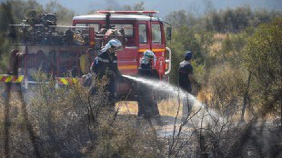 Incendio en el Cerro Arco: ya no hay población en riesgo