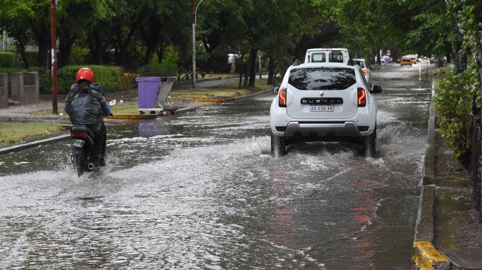 Defensa Civil emitió una alerta por tormentas en Mendoza