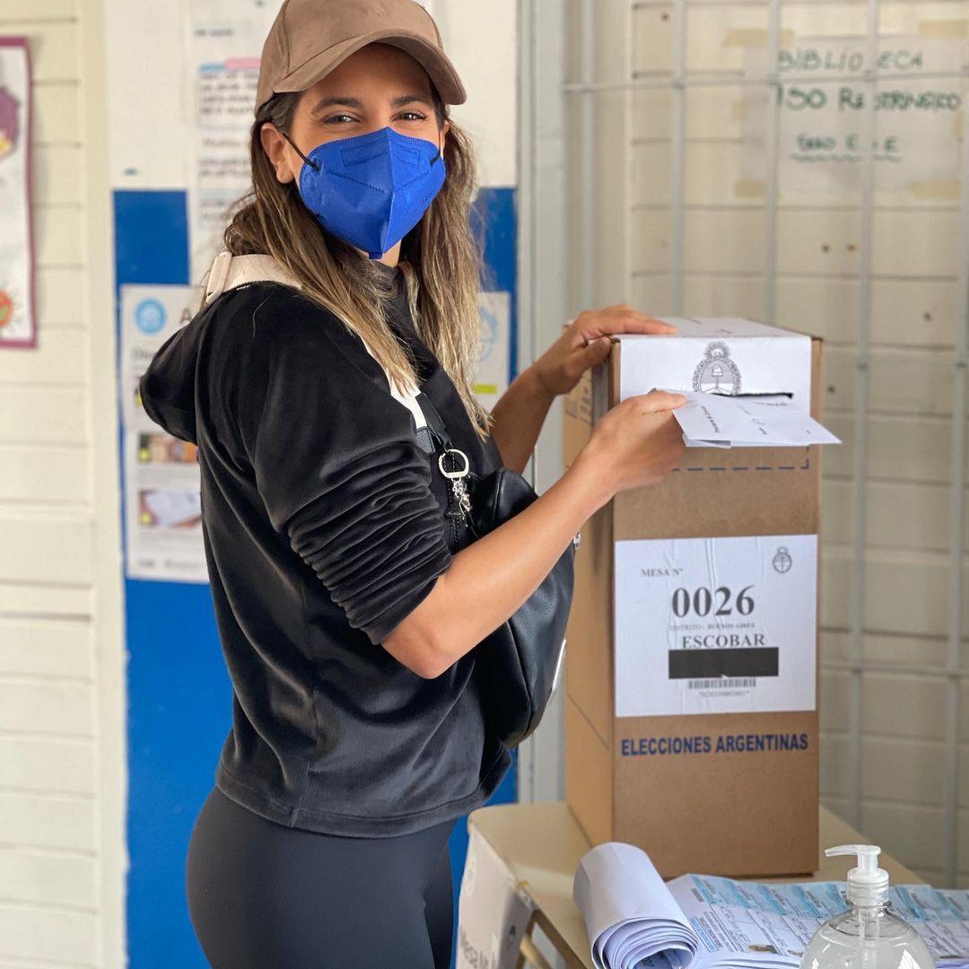 Cinthia Fernández votó en un colegio de Escobar.