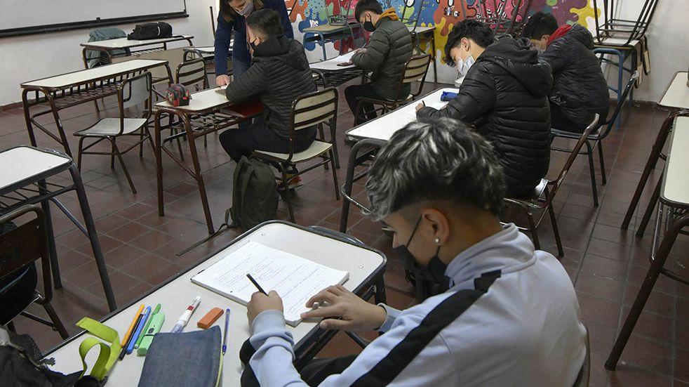 """Clases: las escuelas de la provincia de Buenos Aires vuelven el miércoles a la """"presencialidad plena"""""""