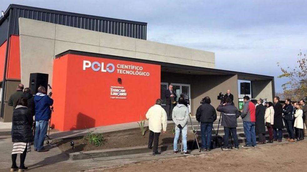 Funcionarios municipales en la inauguración del Polo Tecnológico de Trenque Lauquen