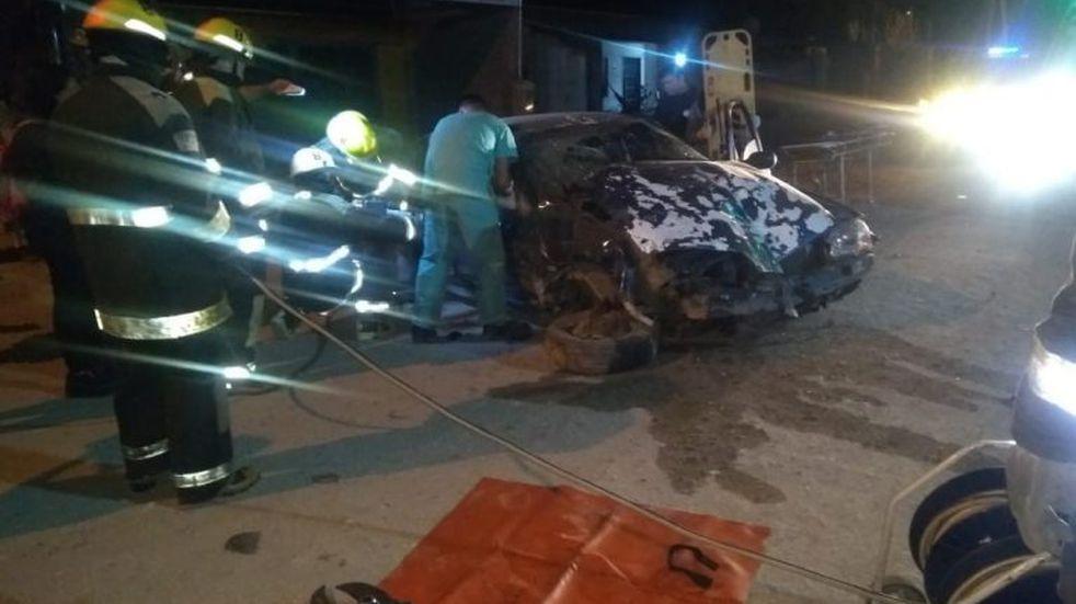 Perdió el control y chocó contra una casa: el conductor sufrió varias heridas