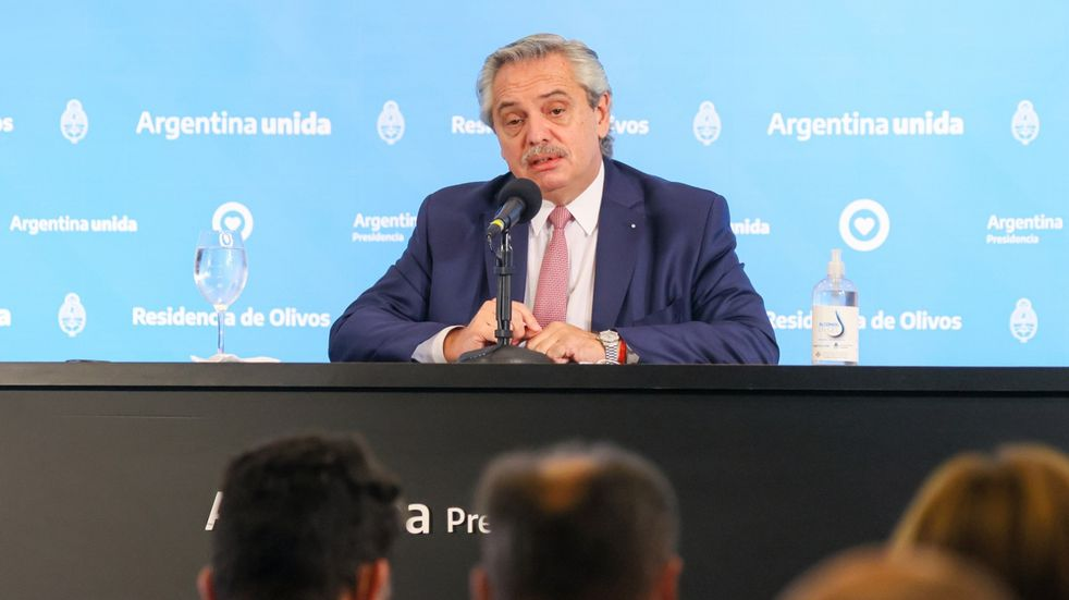 Alberto Fernández firmó el DNU antes de la reunión con especialistas en niñez y adolescencia