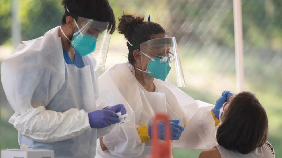 15/07/2020 15 July 2020, US, Austin: Health workers perform a free coronavirus (COVID-19) tests to Austin residents in a public park. Photo: Bob Daemmrich/ZUMA Wire/dpa POLITICA INTERNACIONAL Bob Daemmrich/ZUMA Wire/dpa