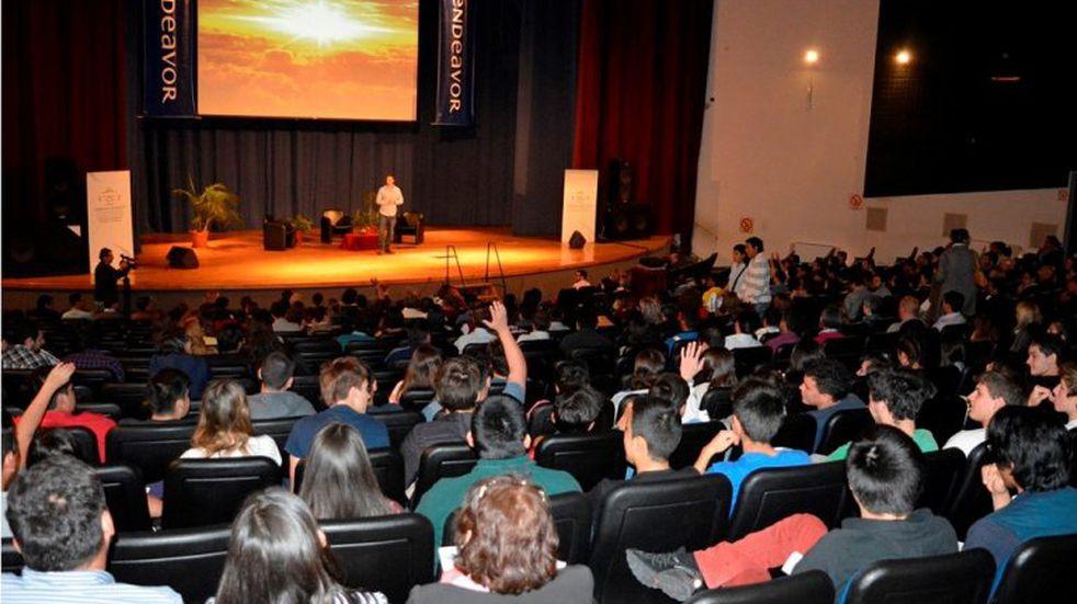 Con figuras de relieve, comienza en Jujuy cumbre del emprendedorismo