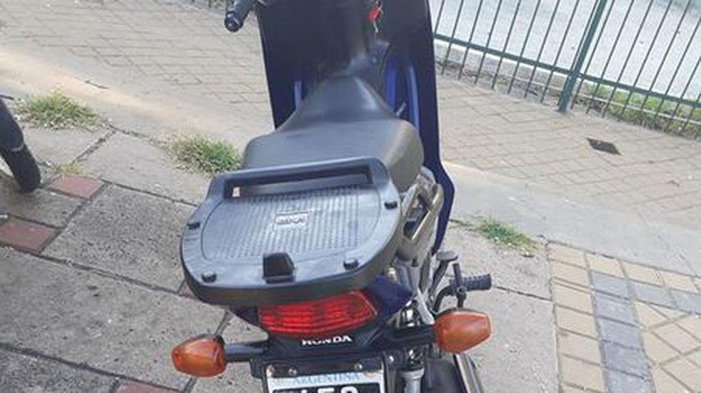Inseguridad en Soldini: robaron una moto en la entrada de una vivienda