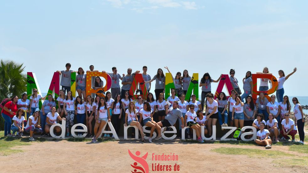 Líderes de Ansenuza: la fundación nacida en Miramar que busca empoderar a jóvenes a través de programas educativos