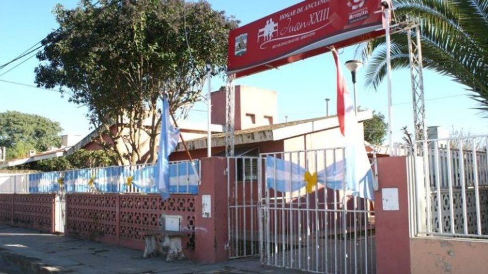 La Peña Arroyito Azul y Oro realizó una donación al Hogar de Ancianos y al Hospital