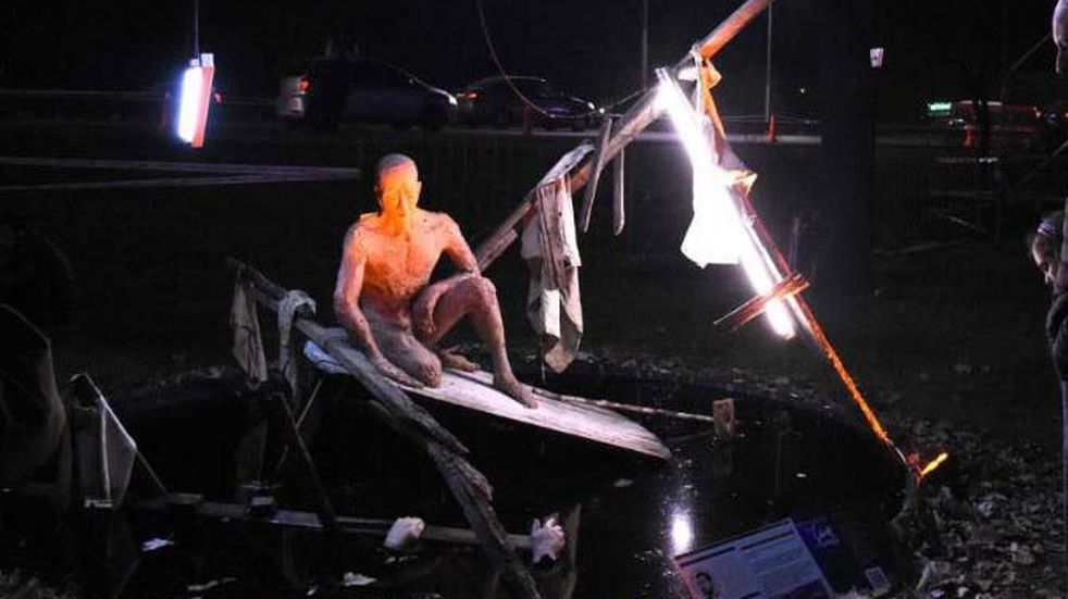 Un concurso de esculturas lumínicas, música en vivo, artesanías y food trucks habrá este fin de semana en el Parque del Acceso Este frente al boulevard Pérez Cuesta. Gentileza MG