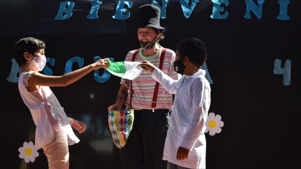 """La Escuela N° 416 de Wanda recibió una donación del programa """"Gurises Felices"""""""