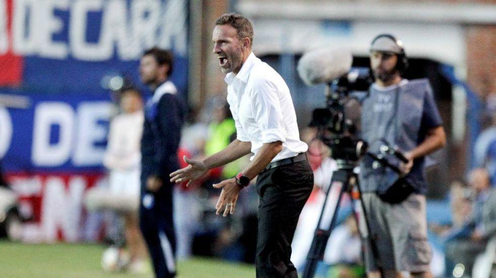 Bernardi tiene un pie como manager de Newell's y avanza la salida de Burgos como DT