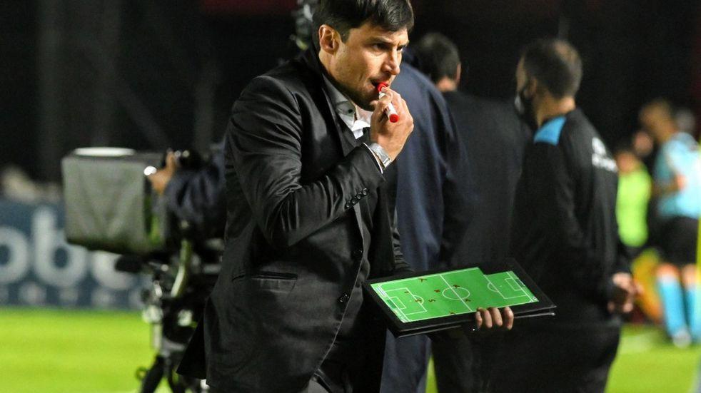 """Alexander Medina: """"No le puedo reprochar nada a los jugadores, lo justo era ganar"""""""