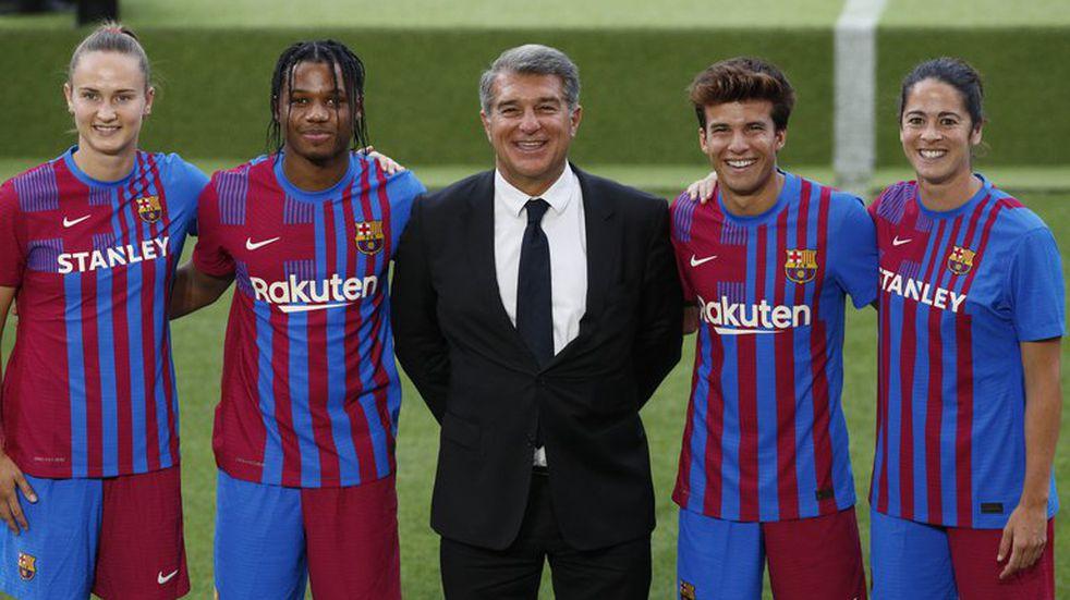 Barcelona presentó una novedosa equipación para la próxima temporada