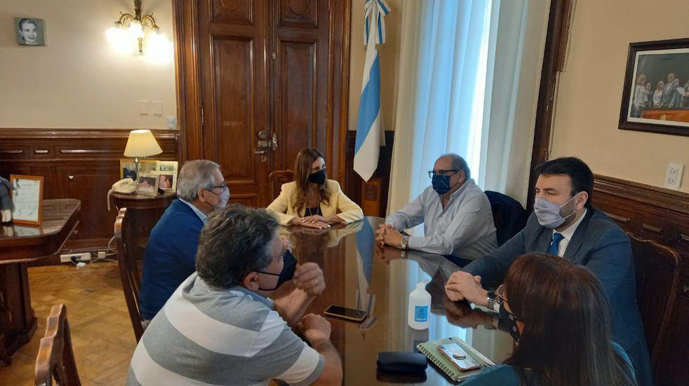 Vargas Aignasse y Garvich recibieron a representantes de los diferentes gremios.