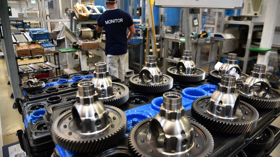 Respira el Gobierno: la industria y la construcción volvieron a pisar el acelerador en junio