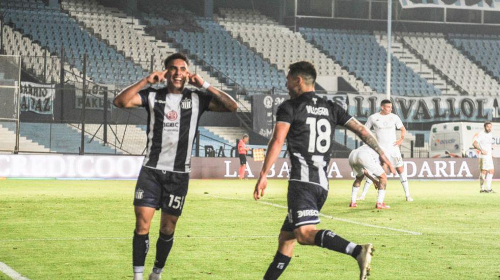 Talleres está loco de alegría. Gol de Enzo Díaz para el triunfo y la punta en Primera (Foto Federico López Claro).